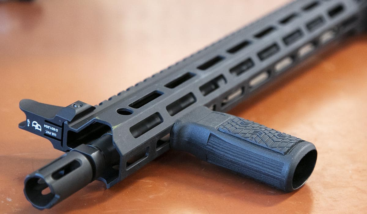 Smooth profile offers better hand placement on M-LOK system